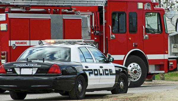 Автомобиль полиции и пожарная машина на вызове