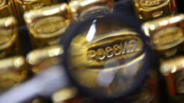 Производство золотых банковских слитков, архивное фото