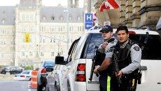 Полицейское оцепление возле здания парламента Канады в Оттаве 22 октября 2014
