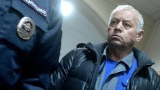 Водитель снегоуборочной машины Владимир Мартыненко. Архивное фото