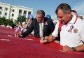Сергей Аксенов и Владимир Константинов на праздновании Дня российского флага в Крыму