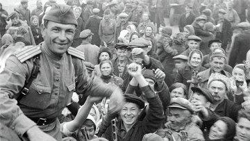 Встреча советских солдат освободителей в Полтаве