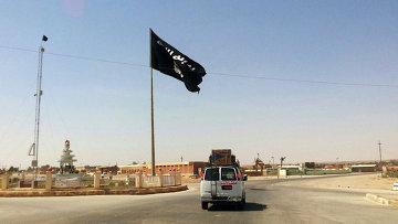 Флаг террористической группировки Исламское государство, архивное фото