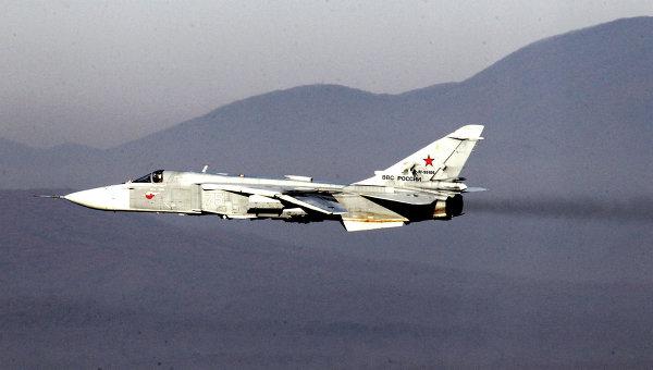 Бомбардировщик Су-24 во время учений. Архивное фото