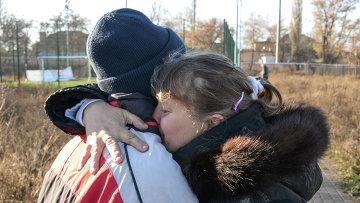 Родные детей, пострадавших при обстреле школы в Донецке. 6 ноября 2014