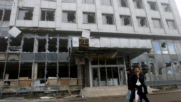 Последствия артиллерийского обстрела украинскими силовиками города Донецка. Архивное фото