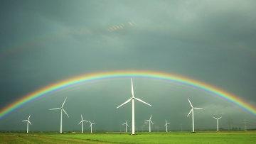 Ветряные электростанции на одном из полей Германии