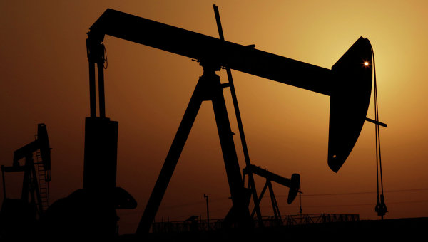 Нефтяные насосы в пустыне Бахрейна. Архивное фото