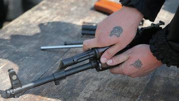 Доброволец украинской армии во время тренировки возле Донецка, Украина. Архивное фото