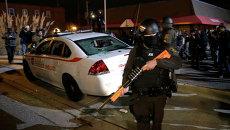 Полиция на месте уличных беспорядков в Фергюсоне