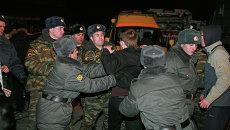 Оцепление не пропускает людей к месту трагедии в ночном клубе Хромая лошадь в Перми