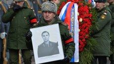 Вынос гроба с телом советского хоккеиста, заслуженного тренера СССР Виктора Тихонова