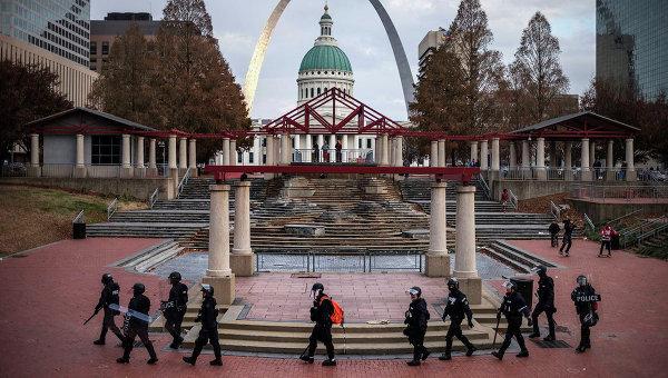 Полиция на площади Киенер в Сент-Луисе