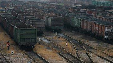 Вагоны с углем в Донецке. Архивное фото