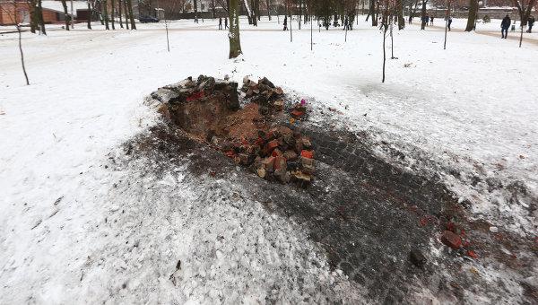 Последствия взрыва в Молодежном парке в Харькове