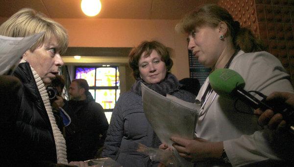 Елизавета Глинка (Доктор Лиза) общается с врачами Детской областной клинической больницы Донецка