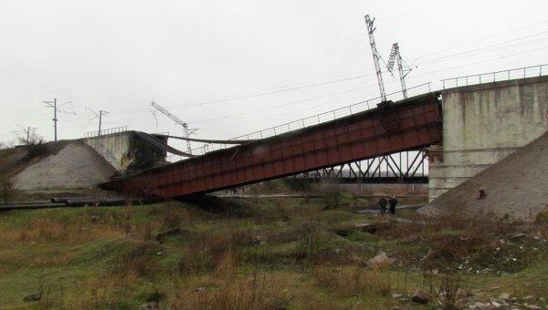 Под Мариуполем был подорван железнодорожный мост, 23 декабря 2014.