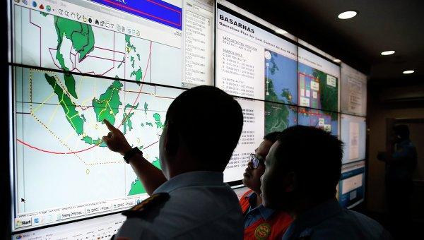 Военные и спасатели ведут поиски пропавшего самолета Air Asia, 29 декабря 2014
