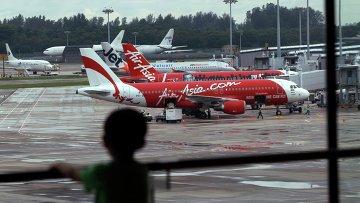 Самолеты компании Air Asia в аэропорту Чанги в Сингапуре