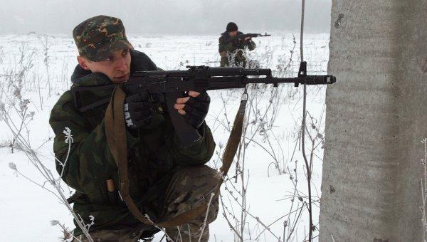 Ополченцы одного из подразделений Казачьего Союза Область Войска Донского во время учений в Донецке. Архивное фото