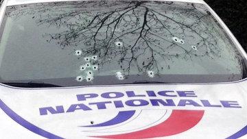 Расстрелянная машина полиции в Париже