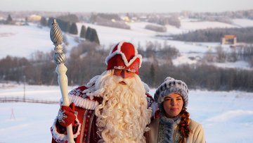Дед Мороз со Снегурочкой. Архивное фото