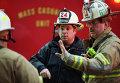 """Пожарные во время задымления на станции метро """"Ленфан плаза"""" в Вашингтоне"""