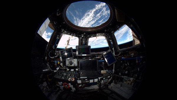 Внутренний вид из модуля. Купол Международной космической станции
