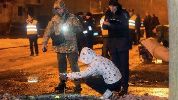Полиция работает на месте взрыва в Харькове, 19 января 2015