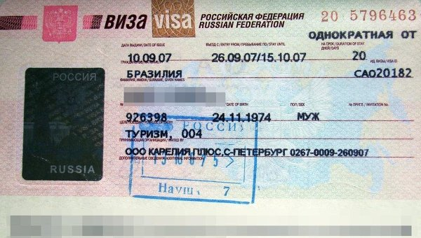 Виза РФ в паспорте иностранного туриста. Архивное фото