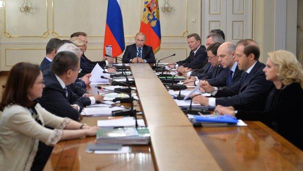 Президент РФ Владимир Путин проводит совещание с членами правительства РФ в резиденции Ново-Огарево. 21 января 2015
