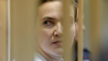 Украинская летчица Надежда Савченко, обвиняемая в причастности к убийству российских журналистов, во время заседания в Басманном суде Москвы. Архивное фото