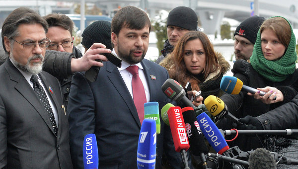 Представители Донецкой и Луганской народных республик Денис Пушилин и Владислав Дейнего. Архивное фото