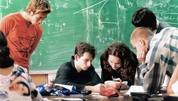 Студенты готовятся к экзаменам. Архивное фото