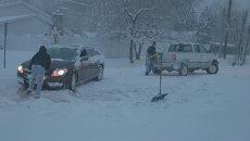 Проблемы на дорогах и развлечение для детей – последствия бурана в Чикаго