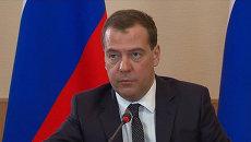Медведев пообещал сохранить импорт не имеющих аналогов в РФ лекарств