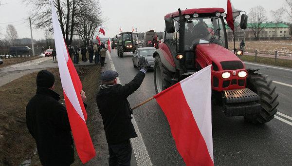 Польские фермеры по пути к месту проведения митинга в Варшаве. 11 февраля 2015