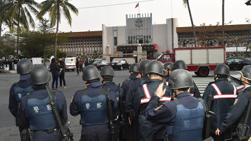 Тайваньский спецназ перед тюрьмой в городе Гаосюн на юге Тайваня. 11 февраля 2015