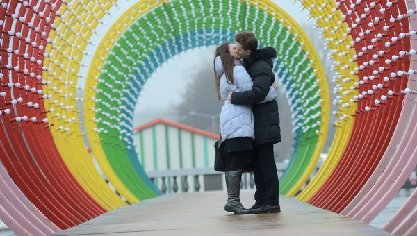 Трехметровый сеновал для влюбленных появился в парке Горького к Дню святого Валентина