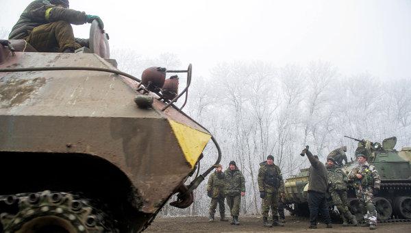 Колонна украинской военной техники возле Дебальцево