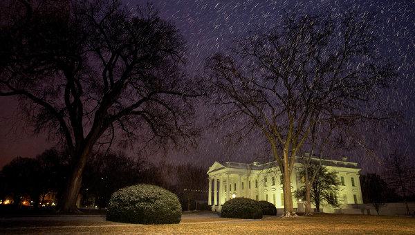 Белый дом во время снегопада в Вашигтоне. Архивное фото