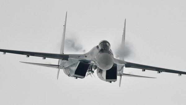 Многоцелевой сверхманевренный истребитель Су-35. Архивное фото