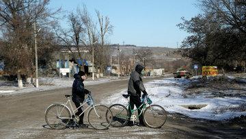 Жители поселка Луганское Артёмовского района Донецкой области. Архивное фото