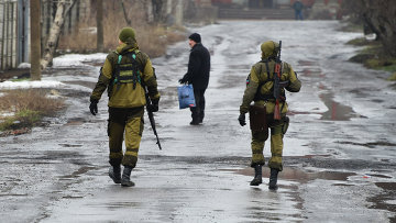 Ополченцы ДНР на одной из улиц Макеевки. Архивное фото