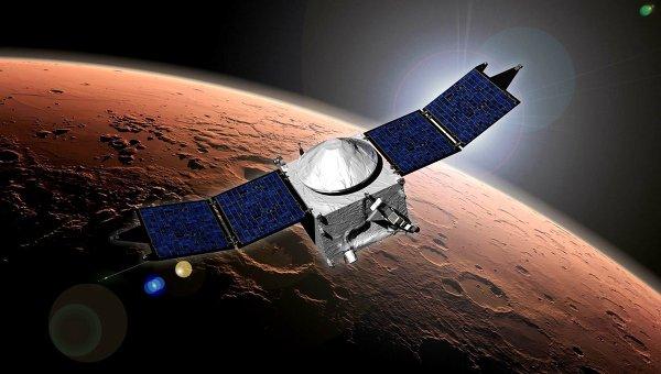 Марсианский зонд MAVEN на орбите красной планеты в представлении художника