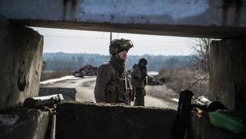 Украинские военные на блок-посту. Архивное фото