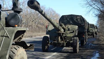 Отвод колонны гаубиц МСТА М2 из Донецка, который состоялся в рамках минских соглашений. Архивное фото