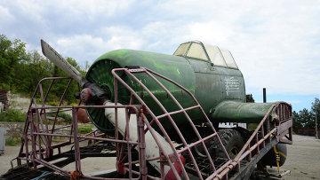 Установка для создания ветра переделанная из макета самолета для кинофильмов на Ялтинской киностудии. Архивное фото