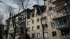 Разрушенный в результате обстрела дом в центре Дебальцево, Архивное фото