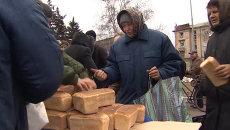 Затишье после боев в Дебальцеве: музыка на улице и очереди за хлебом